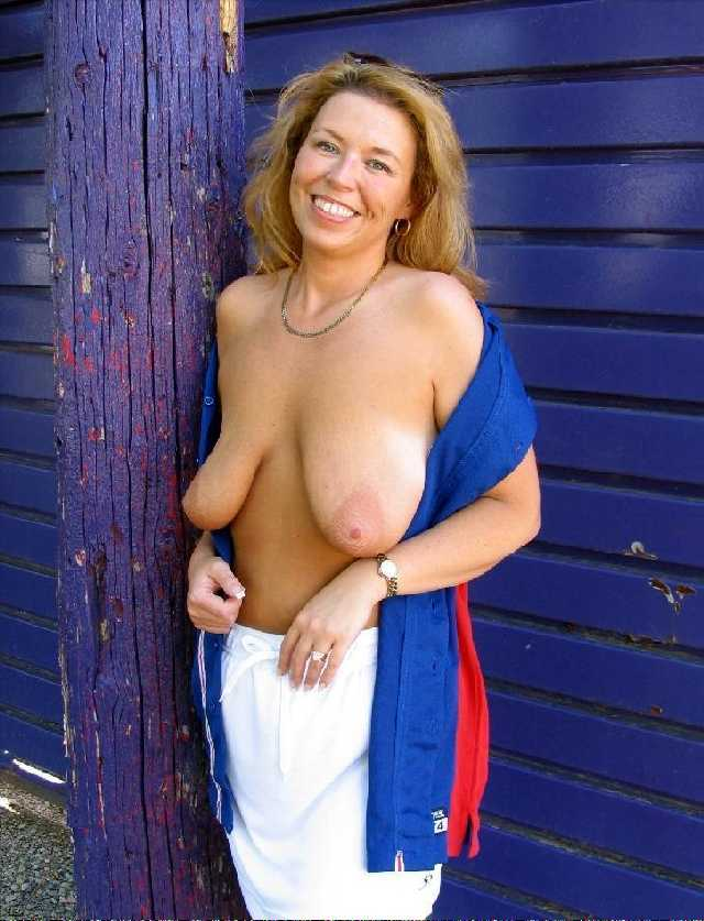 topless mom